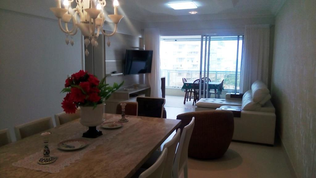 EXCLUSIVO apartamento a poucos metros do mar.