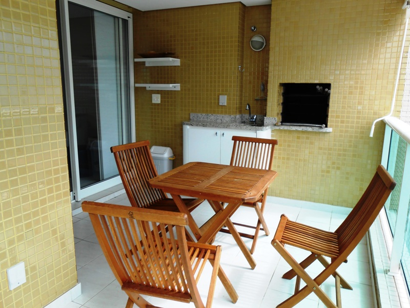 Apartamento - 3 dormitórios - 100 metros da praia - Club compartilhado